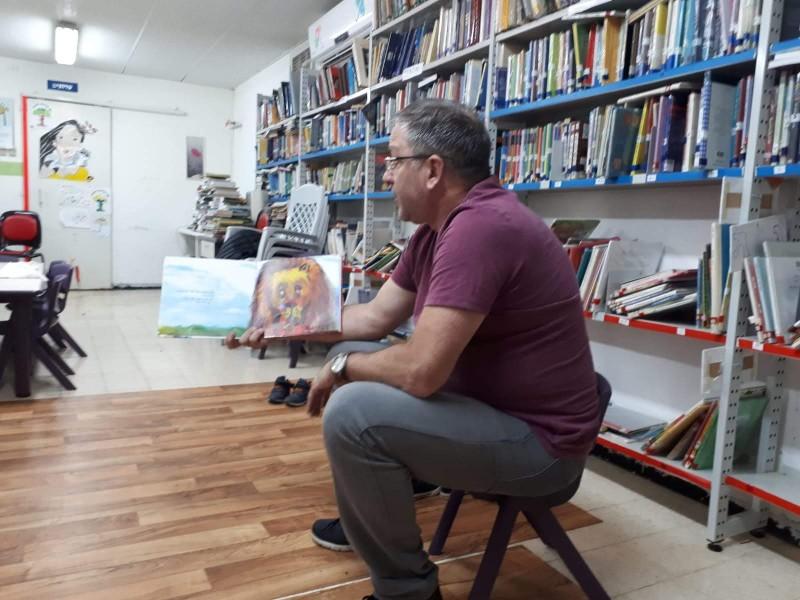שעת סיפור בספריה
